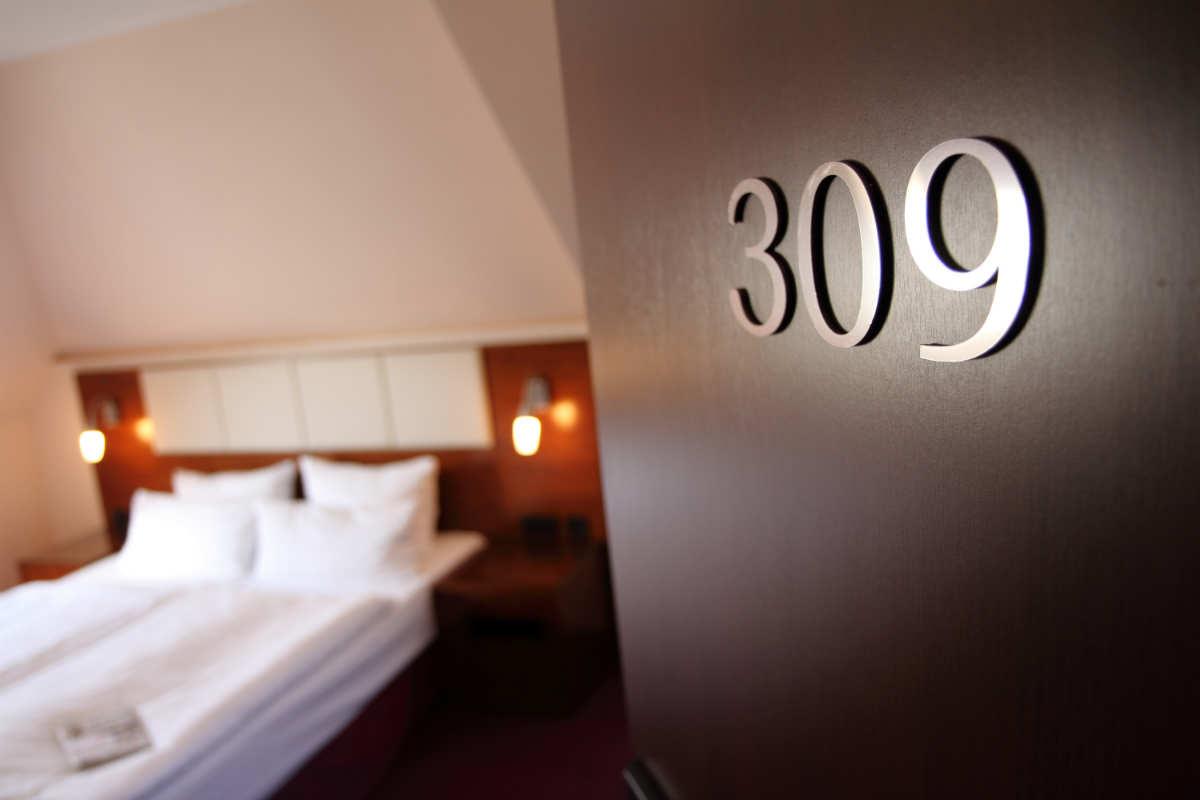 Zimmertür - Hotel Adena Bremerhaven